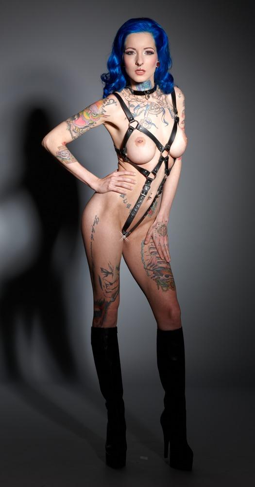 Damen-Harness mit ledernen Schrittriemen