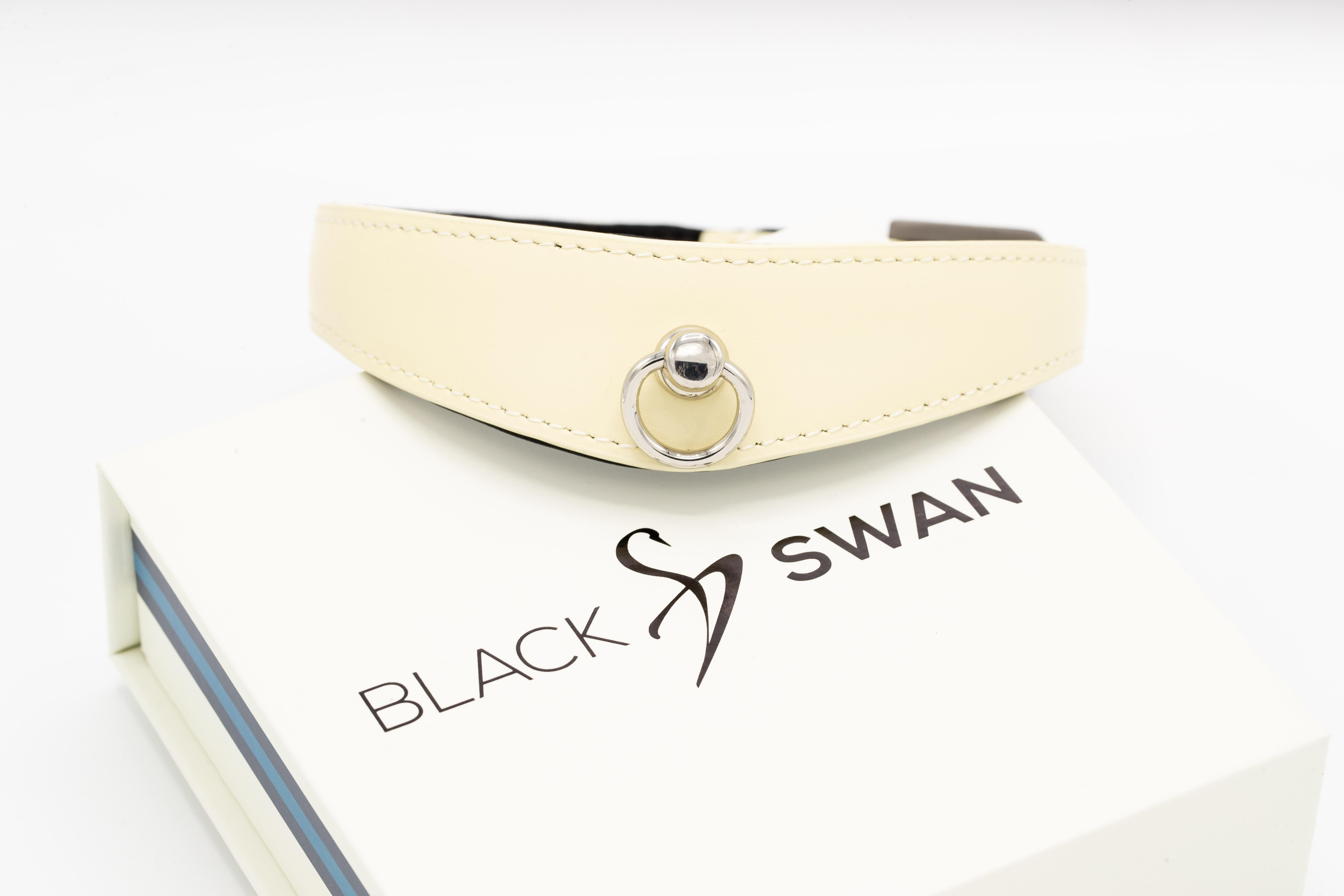 Black Swan COLLAR Black Vanilla