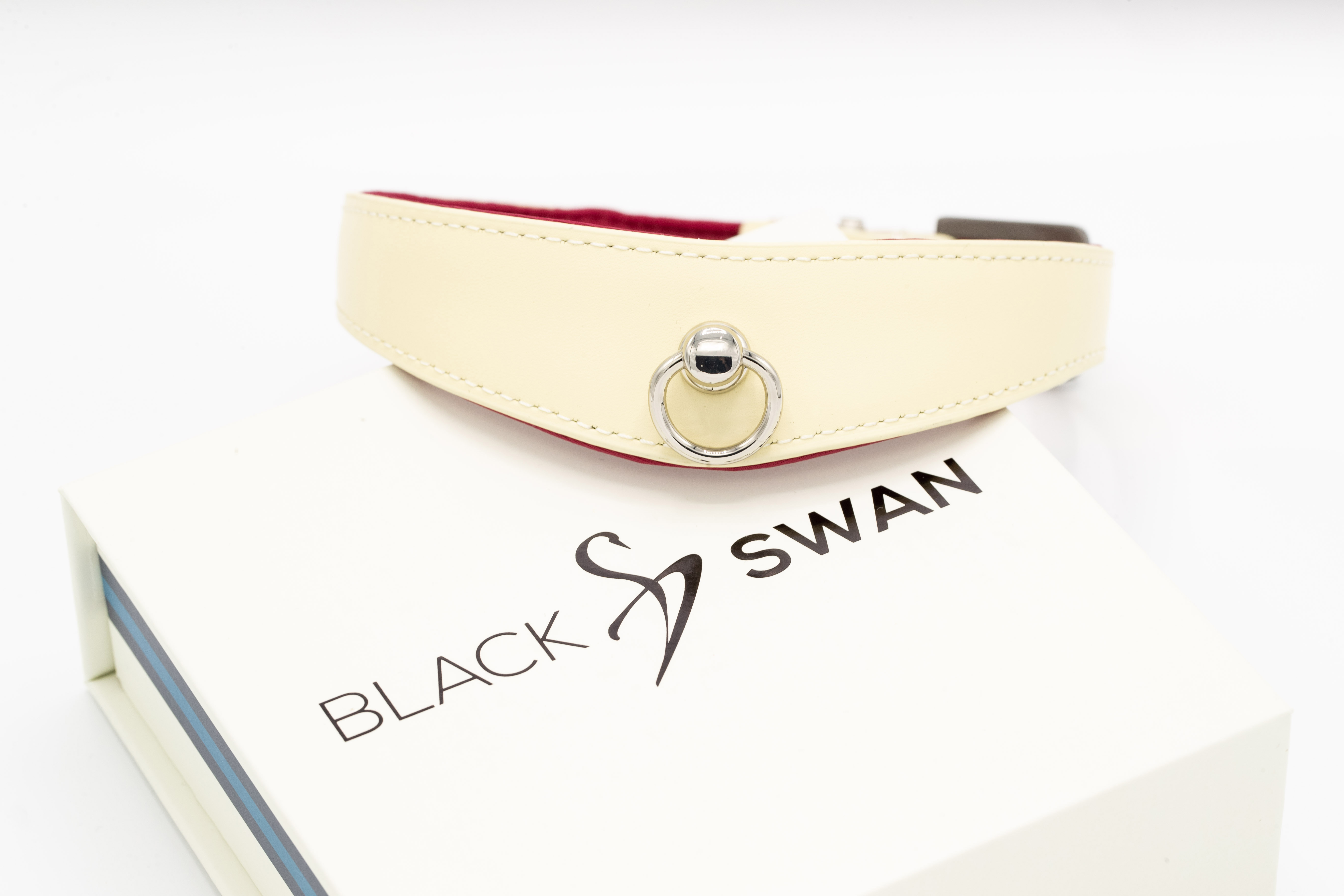 Black Swan COLLAR Red Berry